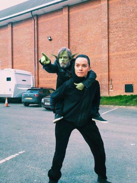 Internet responde a la foto de Mark Hamill y Daisy Ridley