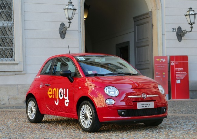 Fiat 500 del carsharing Enjoy en Milán