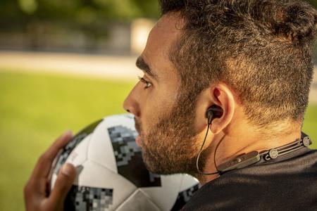 No todo son altavoces para Klipsch, la marca estrena sus nuevos auriculares inalámbricos R5 Wireless