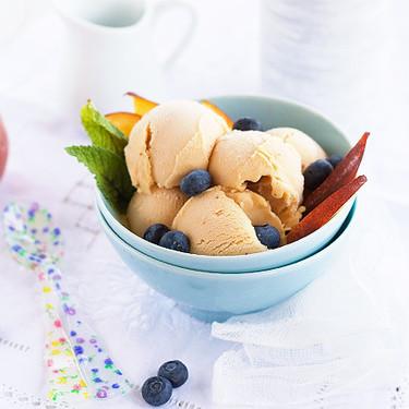 Helado de melocotón, receta casera para aprovechar la fruta de temporada