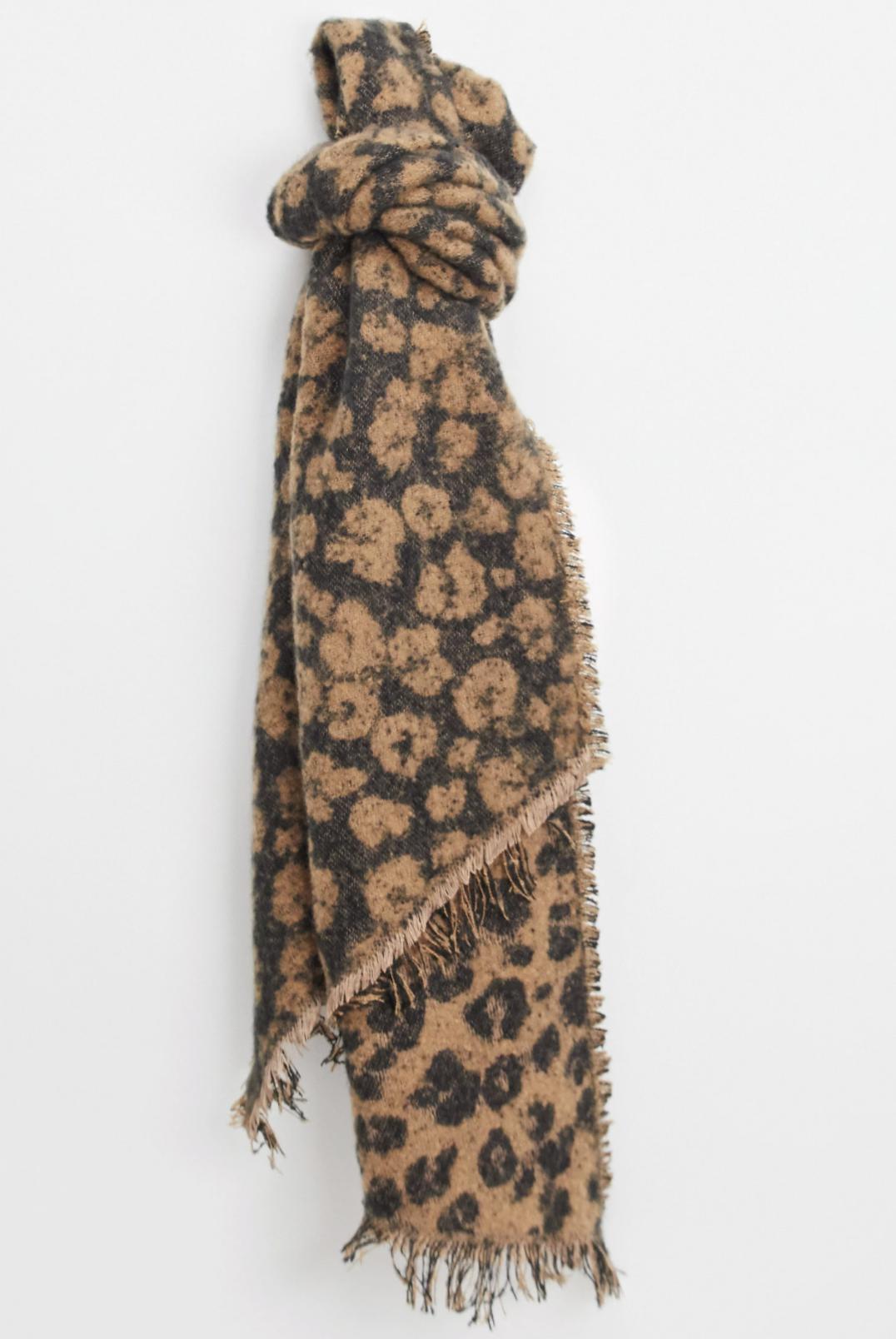 Bufanda extragrande beis con estampado animal de Pieces