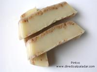 Fondant al chocolate blanco y almendra crocanti. Receta