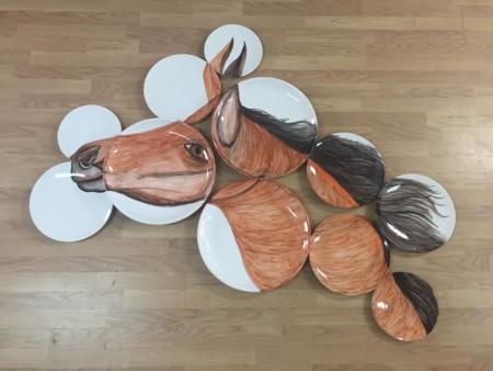 Vajillas fragmentadas de Nuria Blanco para vestir tu mesa o tu pared