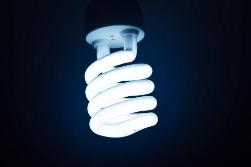 LiFi: qué es, ventajas, limitaciones y casos de uso de la tecnología para tener conexión a Internet con luz