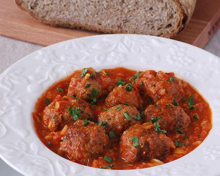 Albondigas De Chorizo En Salsa De Tomate Y Champinones 1