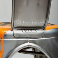 """Veuve Clicquot nos presenta la Silla """"Y"""" de Tolix, un DIY muy glamuroso"""