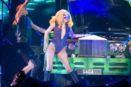 El estilo de Lady GaGa contra el Rihanna: ¿quién es más espectacular en los conciertos? III