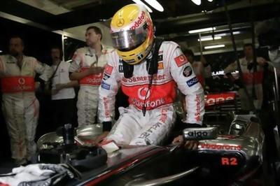 McLaren abandona otra vez el fondo del pit lane