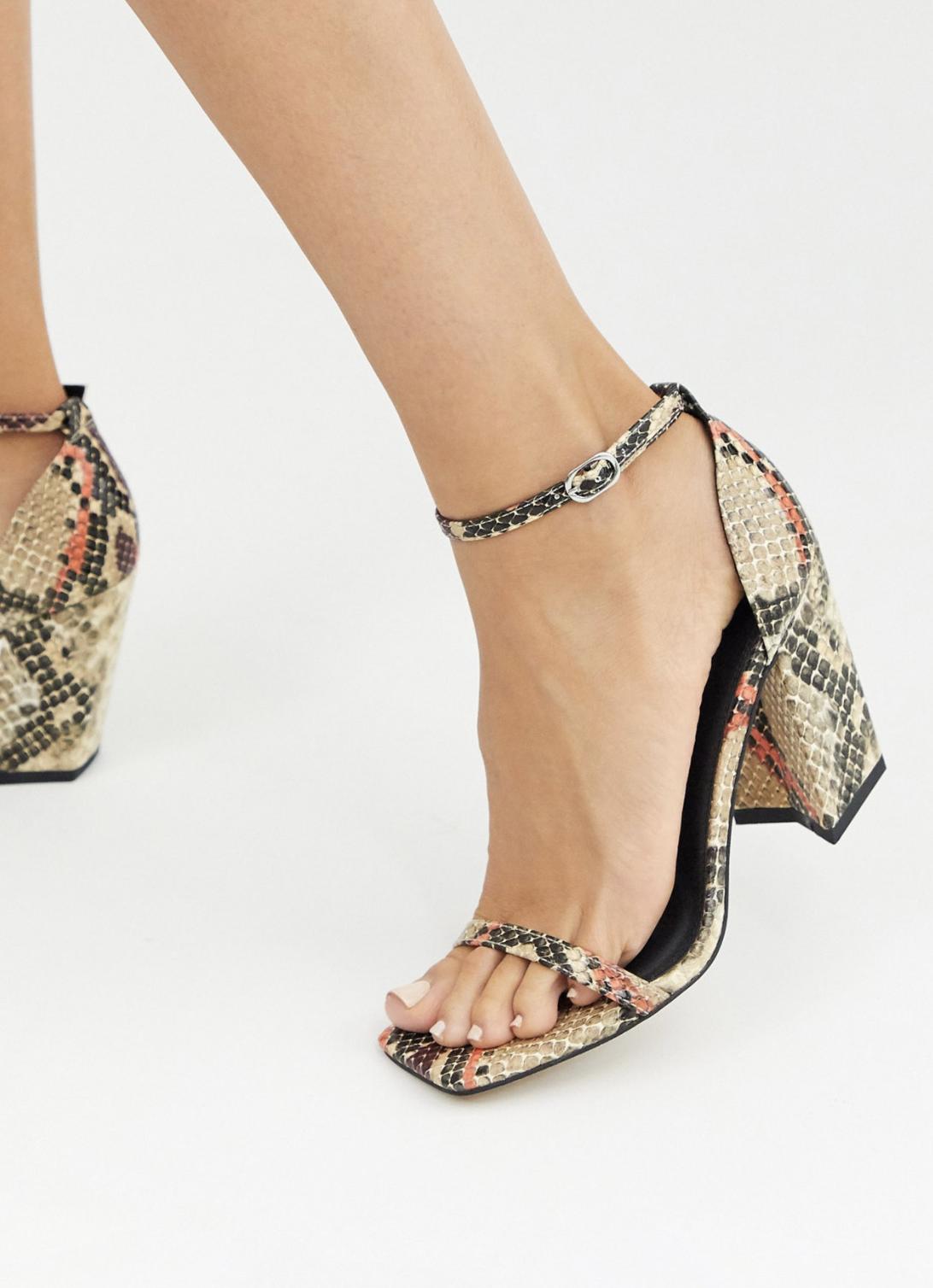 Sandalias de tacón cuadrado con diseño minimalista de efecto piel de serpiente Highgate de ASOS DESIGN