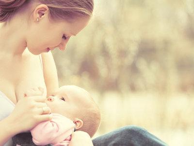 Siete consejos que te ayudarán con la lactancia materna este verano