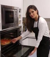 Sara Carbonero: cuidado con meter la mano en el horno sin guantes, que te puedes quemar
