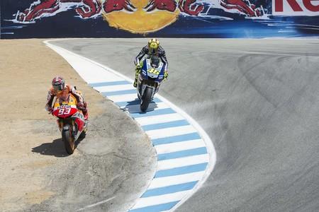 La patada de Rossi a Márquez, la retirada de Stoner, la muerte de Simoncelli... Estos son los momentos que cambiaron MotoGP en esta década