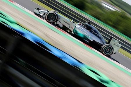 Lewis Hamilton pide a Mercedes trabajar en la fiabilidad del W05