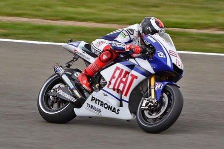 MotoGP Gran Bretaña 2010: Jorge Lorenzo pole, Pedrosa y De Puniet por los suelos