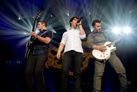 Sacad las bragas que vuelven los Jonas Brothers con sus 'Pom Poms'