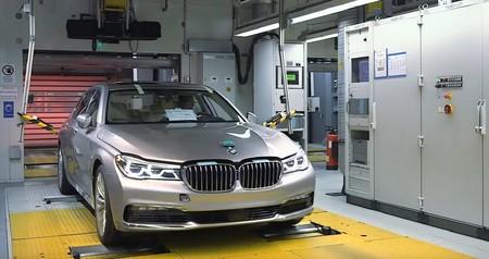 Este vídeo de cómo se fabrica el BMW Serie 7 es de 2015, dura 12 minutos y no tiene música ni letra, pero mola