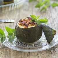 Calabacines rellenos de pollo y piquillos: receta de aprovechamiento con sabor mediterráneo