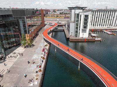 Cuando las ciudades y edificios se adaptan a las bicicletas y no al revés: 10 creativos ejemplos