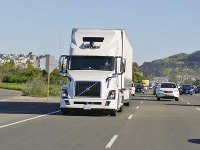 Ahora Uber quiere desplazar a los camioneros con este camión autónomo