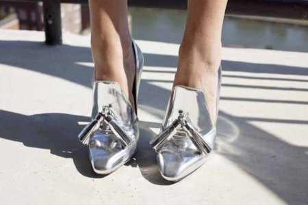 Los zapatos plateados buscan su hueco en nuestro armario