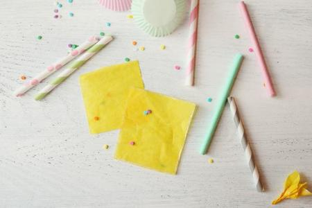 material necesario para hacer velas de papel