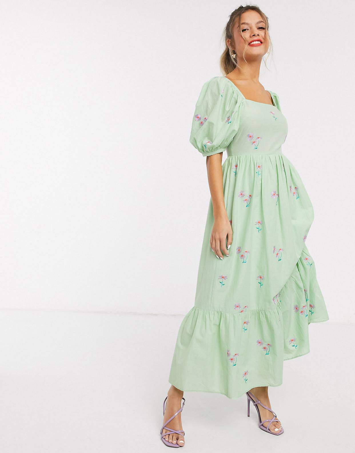 Vestido midi de algodón bordado con lazada a la espalda en verde de ASOS DESIGN