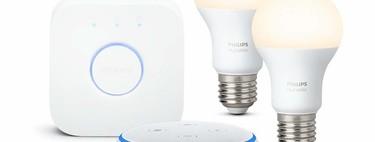 Oferta en hogar inteligente: Echo Dot y Philips Hue White Kit con 2 bombillas y puente por 69,99 euros en Amazon