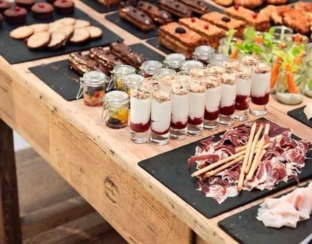 Una mesa buffet para reunirse y disfrutar del verano for Casa jardin buffet