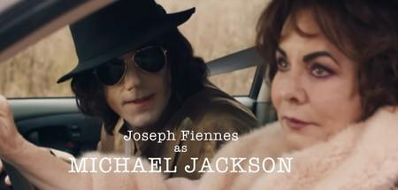 La loca historia tras 'Urban Myths', la serie con Joseph Fiennes haciendo de Joaquin Reyes haciendo de Michael Jackson
