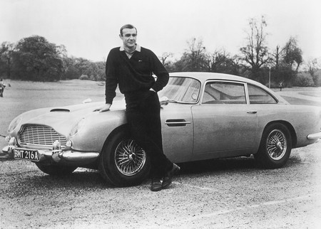 Aston Martin DB4- James Bond