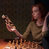 """""""Decían que las historias sobre ajedrez no funcionaban"""". El creador de 'Gambito de dama' habla de los 30 años y 11 reescrituras que necesitó para producir el éxito de Netflix"""