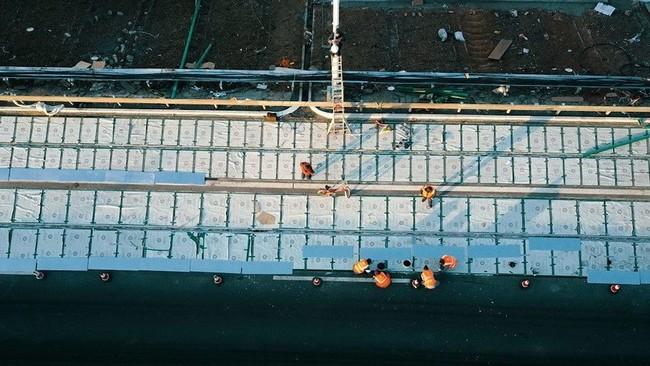 """China tiene lista su primera carretera solar de """"hormigón transparente"""" y carga inalámbrica para coches electricos"""