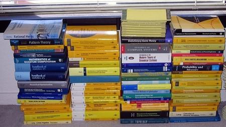 Los recortes en ayudas para libros impulsan programas de préstamo y reutilización