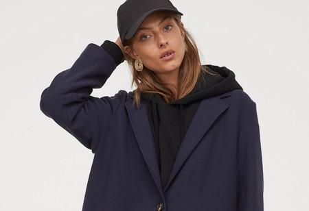 La nueva colección de abrigos de H&M apuesta fuerte por el oversize y crea looks perfectos hasta con chándal