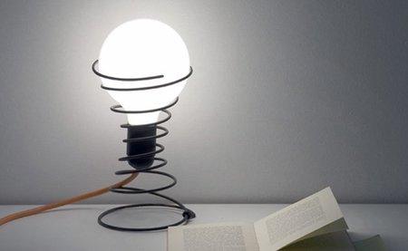 Recicladecoración: una lámpara hecha con un muelle