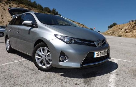 Toyota Auris Touring Sports 120D Active Llantas Pack Look