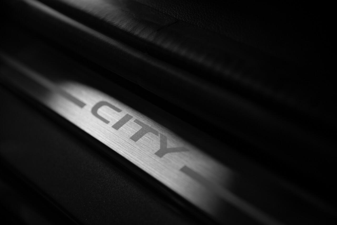 Foto de Honda City Iron Edition 2020 (12/15)