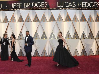 Kirsten Dunst se lanza a por la elegancia en los Oscars 2017, pero se queda a medio gas