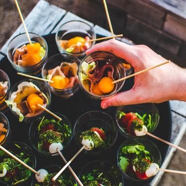 Cinco recetas de brochetas frías de aperitivo para el picoteo del finde