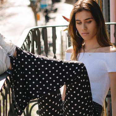Siete combinaciones ganadoras para lucir los pantalones de lunares y que todas quieran copiarte