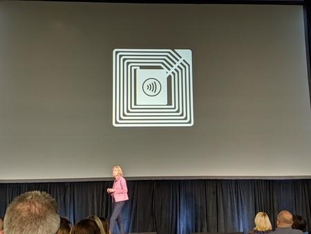 Apple desvela unas pegatinas NFC para el pago con Apple Pay en la conferencia TRANSACT