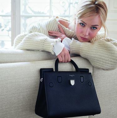 Jennifer Lawrence hace sombra a los bolsos Diorama y Diorever en la campaña Primavera-Verano 2016 de Dior