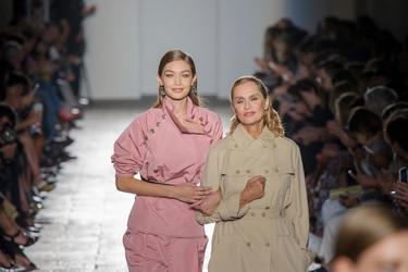 Gigi Hadid y Lauren Hutton protagonizan el lujo atemporal y esencial de Bottega Veneta primavera-verano 2017