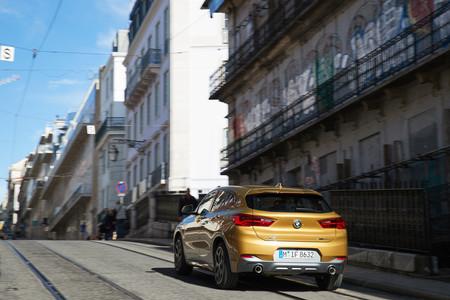 BMW X2 2018 trasera en marcha
