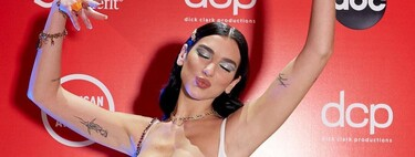 Dua Lipa conquista los American Music Awards 2020 con dos mini vestidos de estética disco