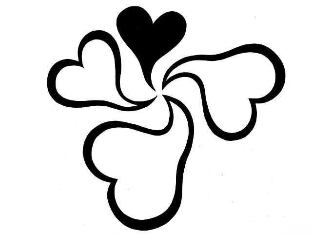 Cuatro corazones, uno de ellos negro.