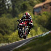 Huele a Streetfighter V2: Ducati ya piensa en una moto menos salvaje que la Streetfighter V4