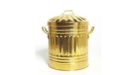 Cubo de la basura en oro, ¿es necesario?
