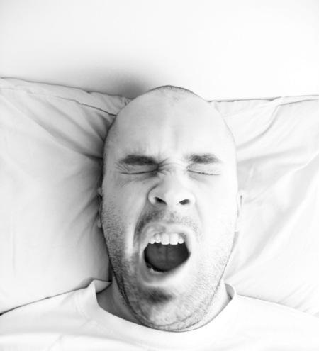 Acostarse tarde y dormir poco puede provocar depresión