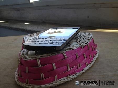 Foto de BlackBerry Bold 9980 Knight, nueva serie limitada de BlackBerry de gama alta (22/39)